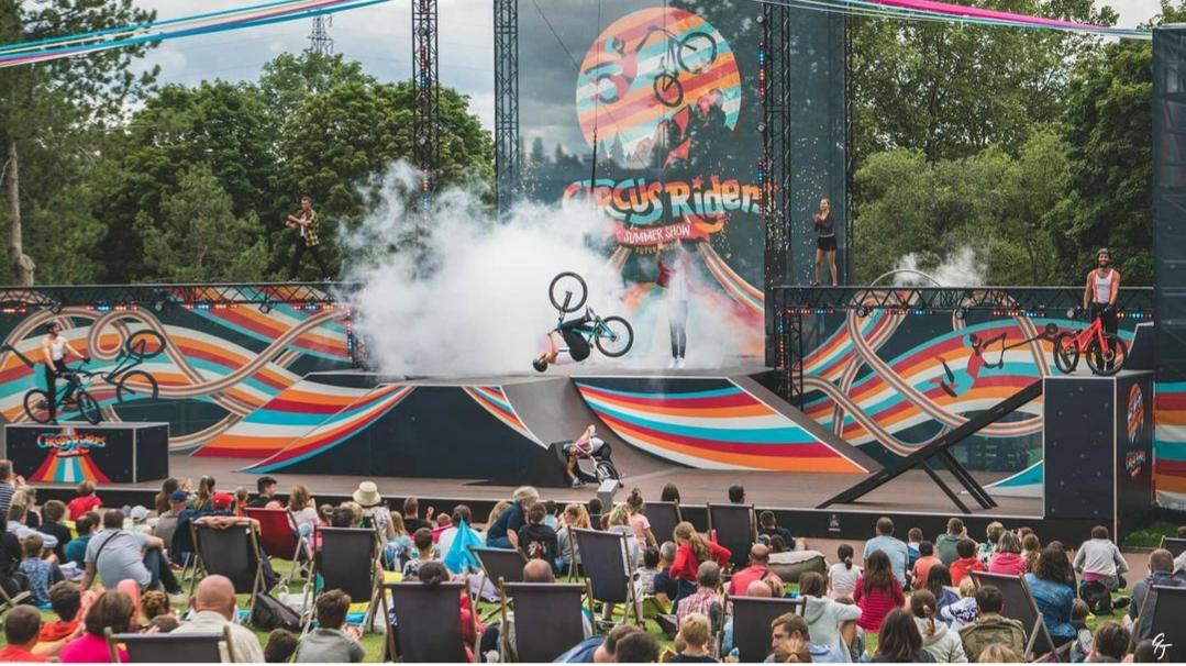 Circus Riders Le summer show du Futuroscope avec X-sports
